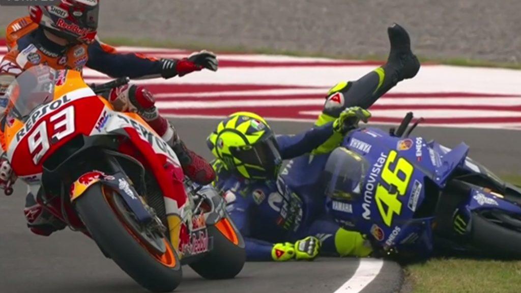 Marquez ép ngã Rossi ở Argentina