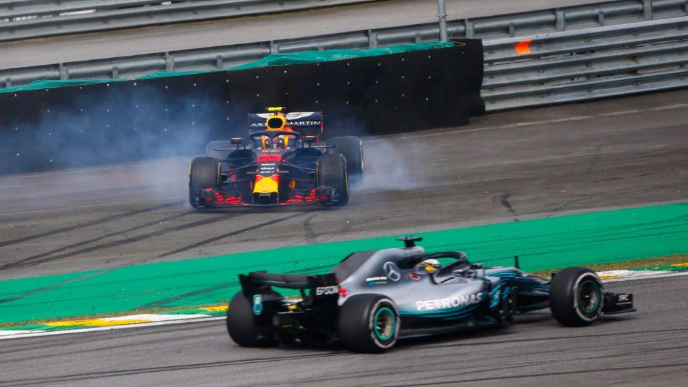 Hamilton vượt Verstappen sau khi Verstappen bị Ocon tông